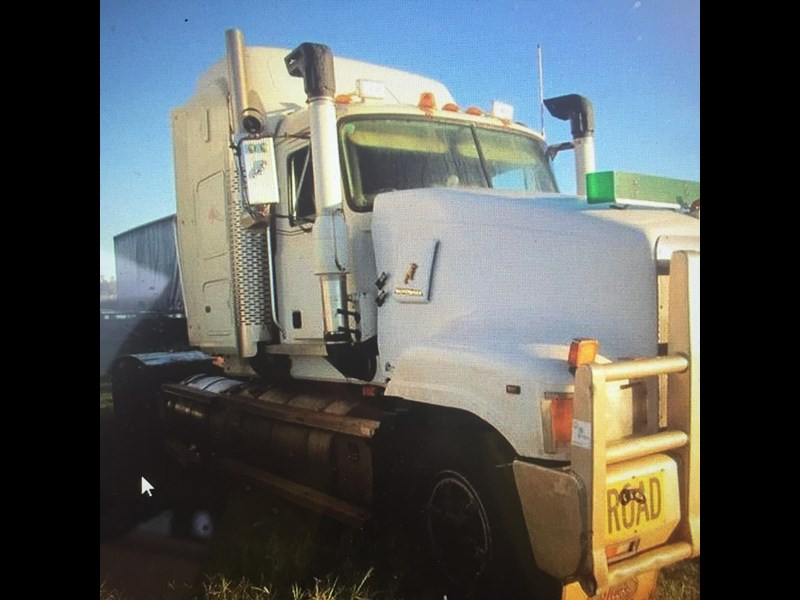 mack superliner 414268 017