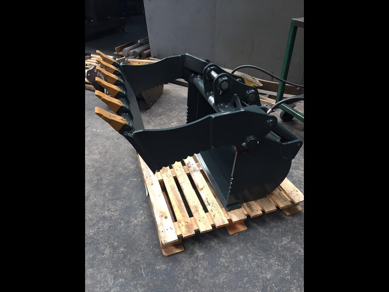 peter gardner engineering 4 in 1 excavator bucket 220638 005