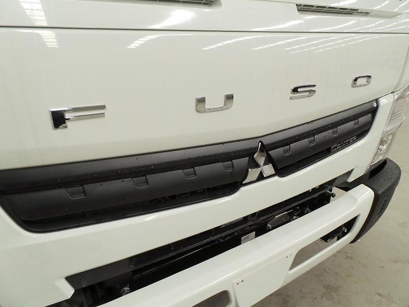 fuso canter 515 wide cab 379642 055
