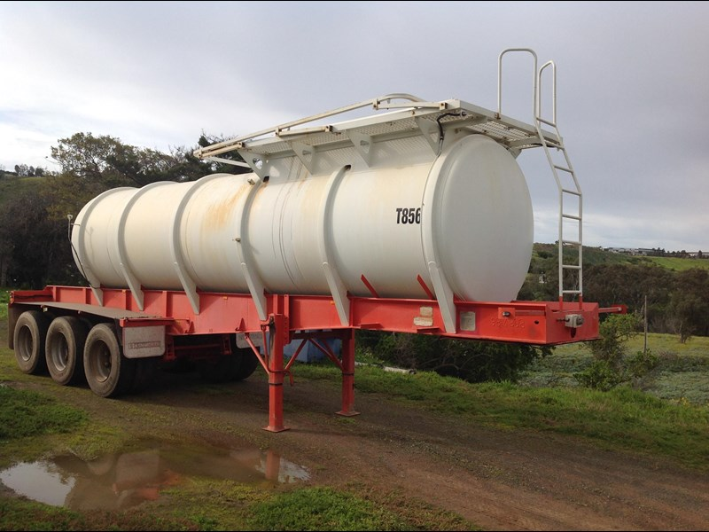 howard porter stainless steel  316 triaxle tanker 420211 015