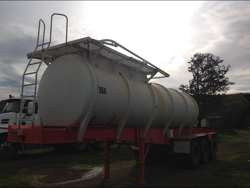 howard porter stainless steel  316 triaxle tanker 420211 017