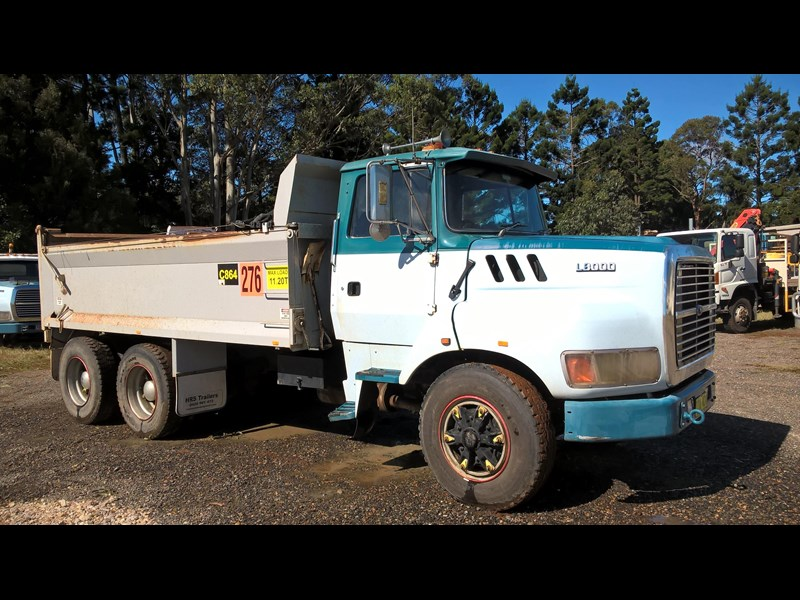 ford louisville l8000 421899 001