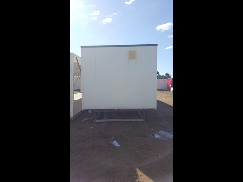 e i group portables as new used 12m x 3m ablution building 422089 003