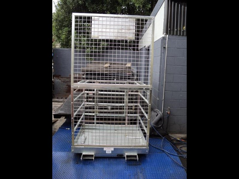 unknown safety cage 422348 017