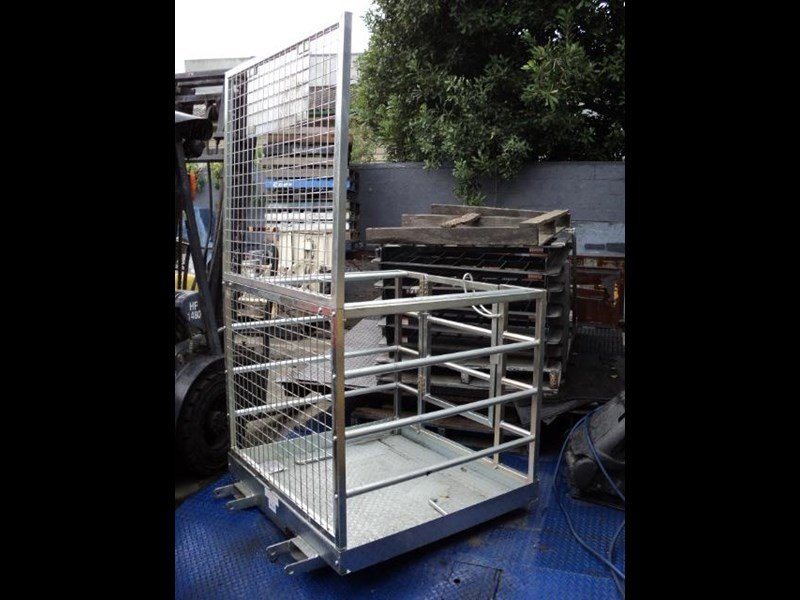 unknown safety cage 422348 019