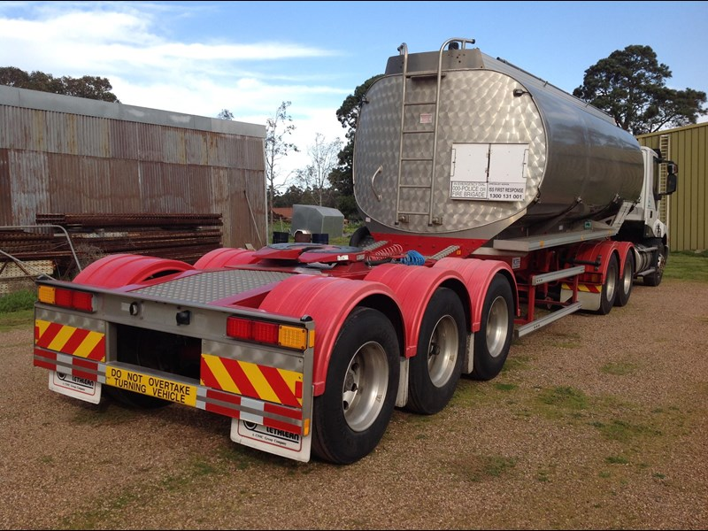 marshall lethlean triaxle 25 meter a  fuel tanker 422938 011