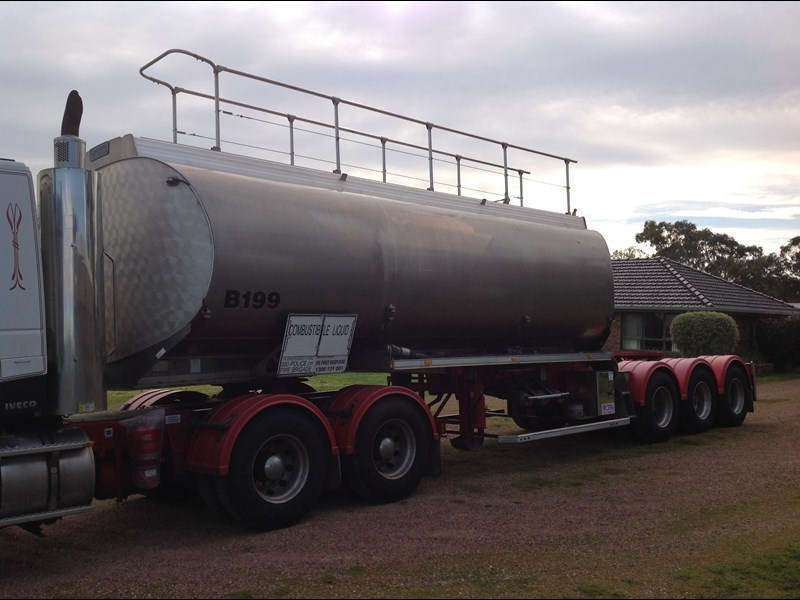 marshall lethlean triaxle 25 meter a  fuel tanker 422938 015