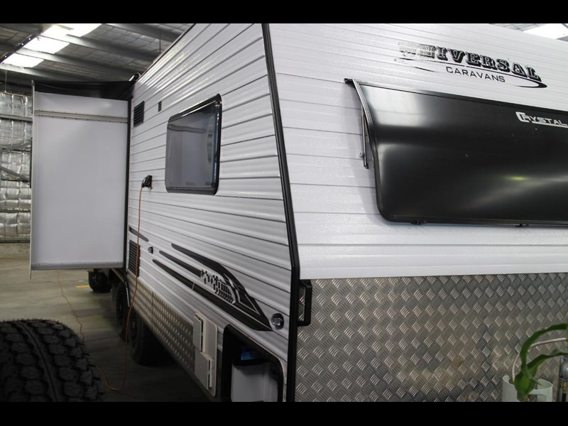 universal caravans crystal river slide out 418036 009
