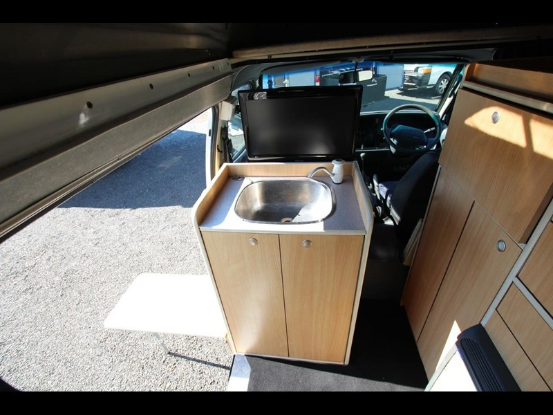 toyota hiace frontline twin bed 424222 009