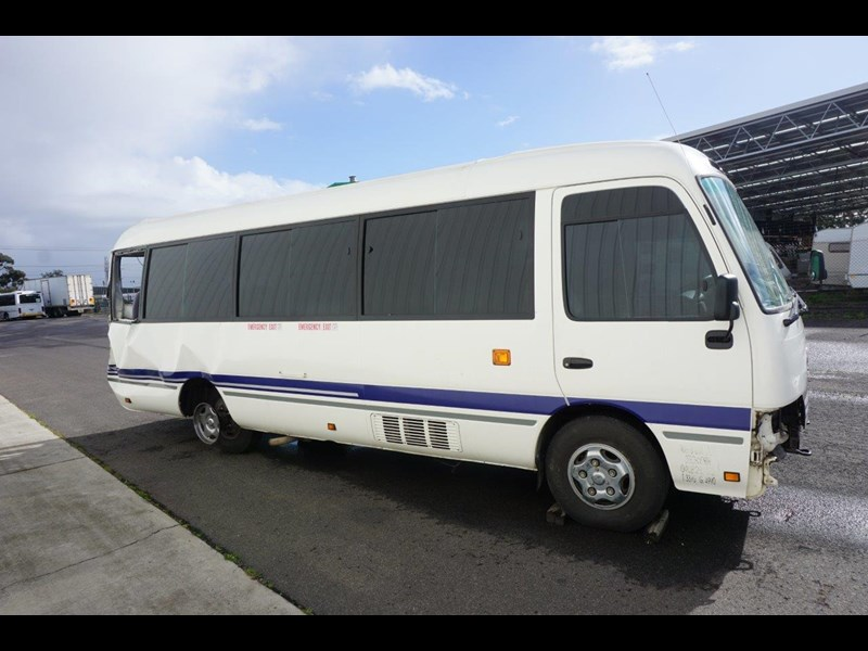 toyota coaster 50 series xzb50r - now wrecking!! 424276 011