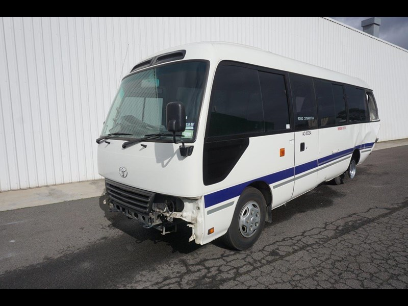 toyota coaster 50 series xzb50r - now wrecking!! 424276 005