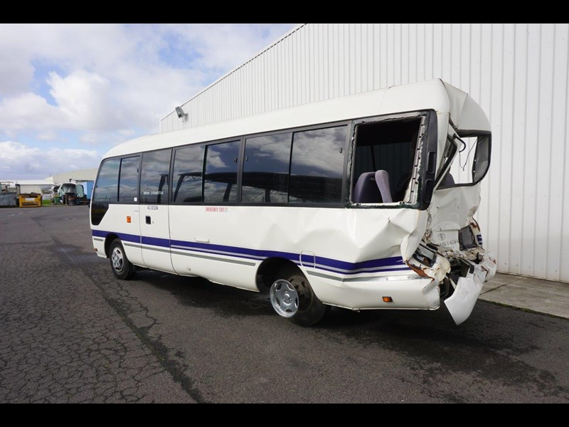 toyota coaster 50 series xzb50r - now wrecking!! 424276 015