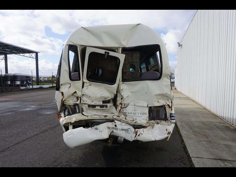 toyota coaster 50 series xzb50r - now wrecking!! 424276 017