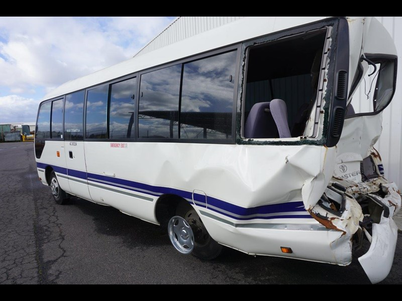 toyota coaster 50 series xzb50r - now wrecking!! 424276 019