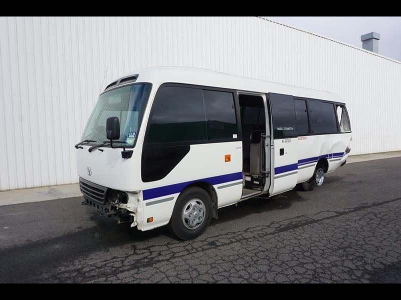 toyota coaster 50 series xzb50r - now wrecking!! 424276 003