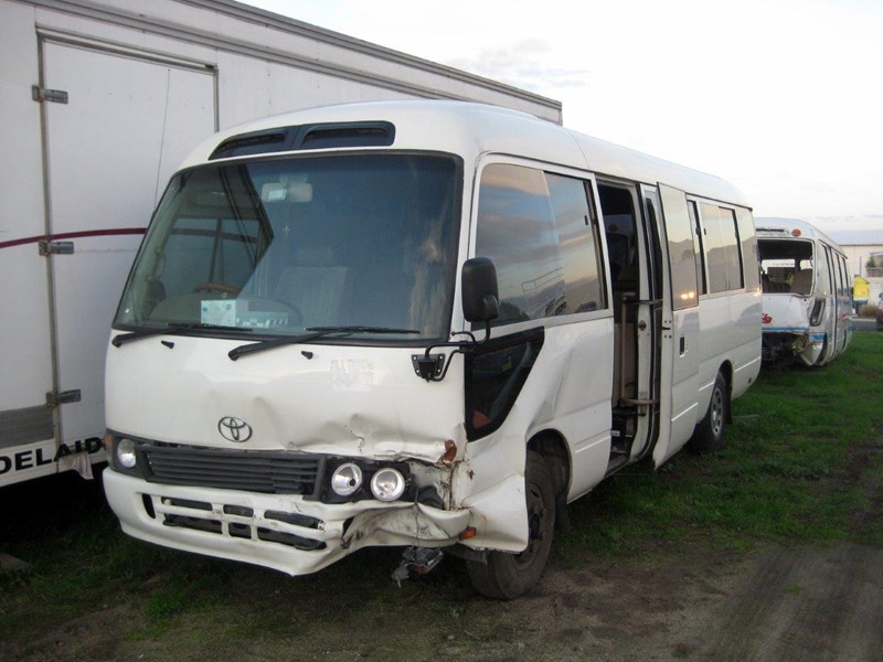 toyota coaster 50 series hzb50r - now wrecking!! 424360 013