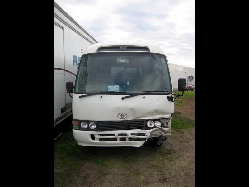 toyota coaster 50 series hzb50r - now wrecking!! 424360 017