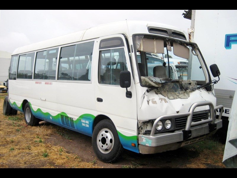 toyota coaster 50 series hzb50r wreck - now wrecking!! 424363 001