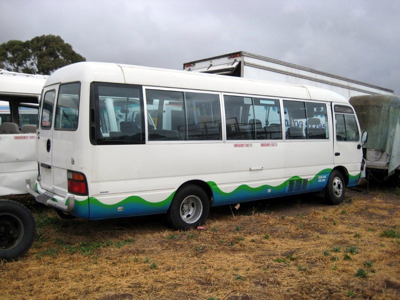 toyota coaster 50 series hzb50r wreck - now wrecking!! 424363 017