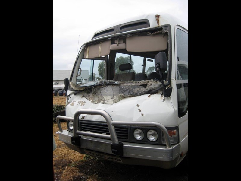 toyota coaster 50 series hzb50r wreck - now wrecking!! 424363 007