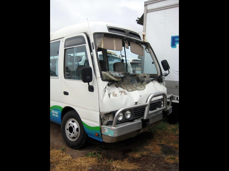 toyota coaster 50 series hzb50r wreck - now wrecking!! 424363 005