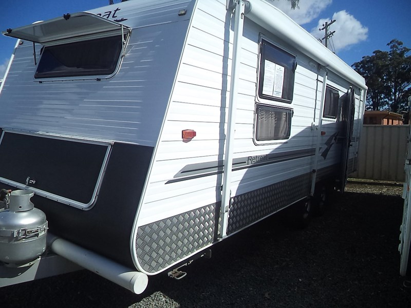 retreat caravans brampton 425235 003