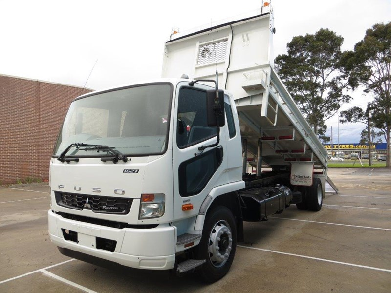 fuso fighter 427125 005