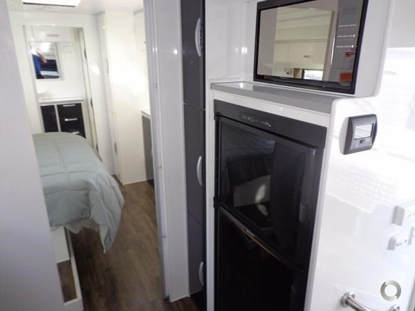 leader caravans palladium 23 ensuite slide out bedroom 427203 013