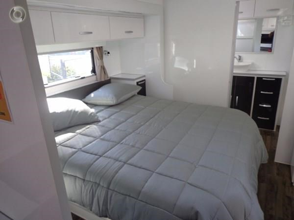 leader caravans palladium 23 ensuite slide out bedroom 427203 029