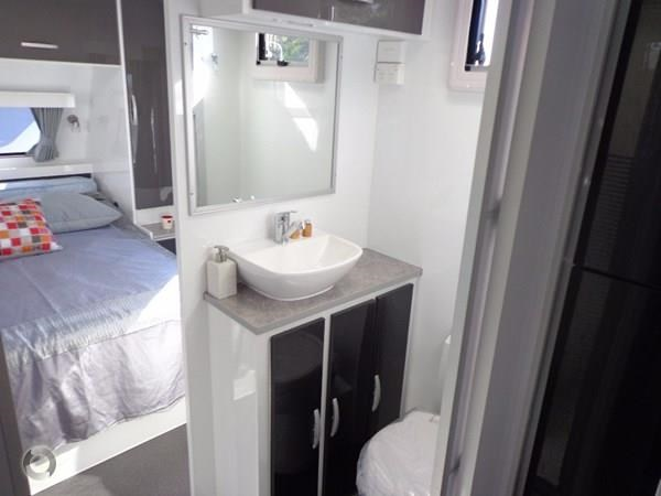 leader caravans palladium 24 centre ensuite club lounge 427209 021