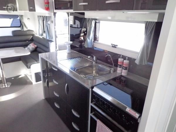 leader caravans palladium 24 centre ensuite club lounge 427209 023