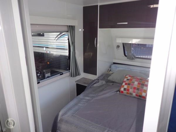 leader caravans palladium 24 centre ensuite club lounge 427209 025
