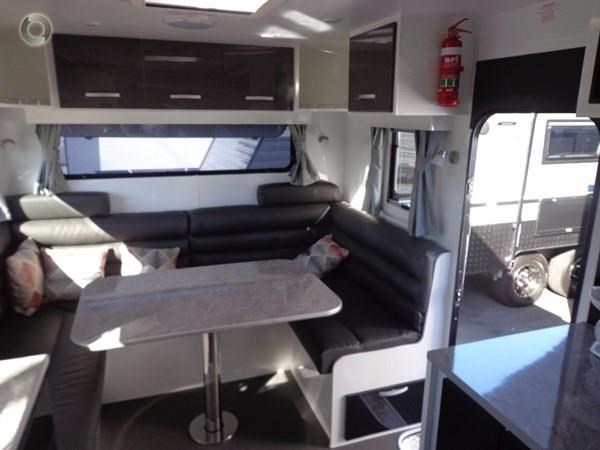 leader caravans palladium 24 centre ensuite club lounge 427209 031