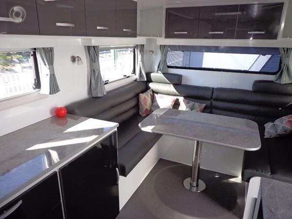 leader caravans palladium 24 centre ensuite club lounge 427209 045