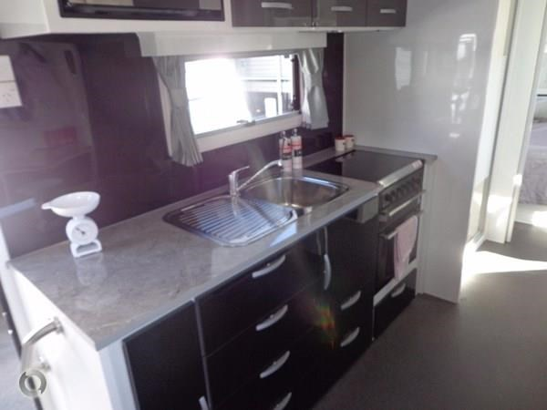 leader caravans palladium 24 centre ensuite club lounge 427209 047