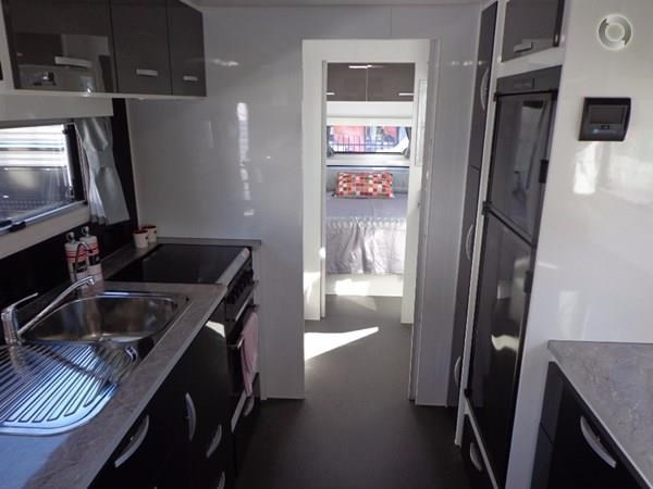 leader caravans palladium 24 centre ensuite club lounge 427209 049