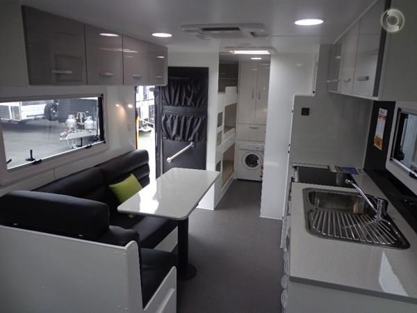 leader caravans gold 22 family triple bunks ensuite 427213 015