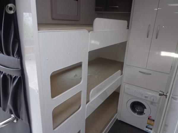 leader caravans gold 22 family triple bunks ensuite 427213 019