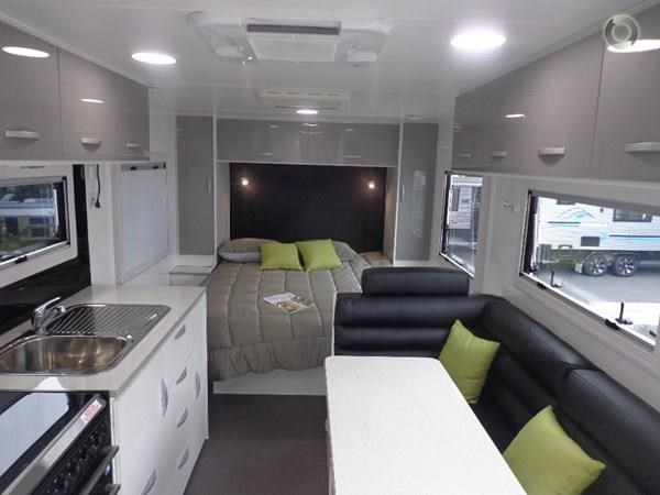 leader caravans gold 22 family triple bunks ensuite 427213 029