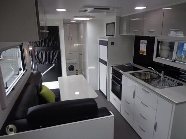 leader caravans gold 22 family triple bunks ensuite 427213 031