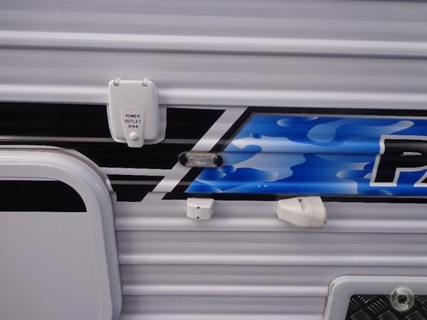 crusader palace 20.6ft family bunk van 427536 045