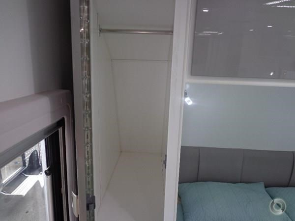 crusader palace 20.6ft family bunk van 427536 077