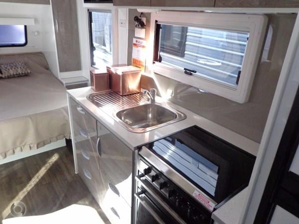 leader caravans gold 18' tandem axle ensuite 427720 021
