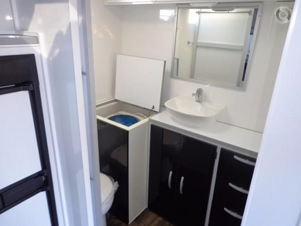 leader caravans gold 20'6 club lounge ensuite 427724 019