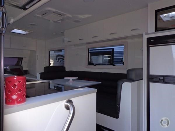leader caravans gold 20'6 club lounge ensuite 427724 023