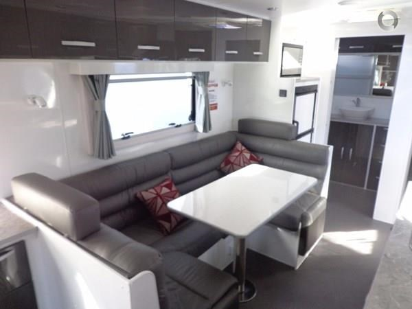 leader caravans palladium 22'6 ensuite east west bed club lounge 427725 013
