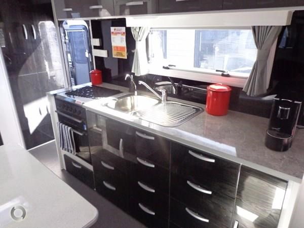 leader caravans palladium 22'6 ensuite east west bed club lounge 427725 009