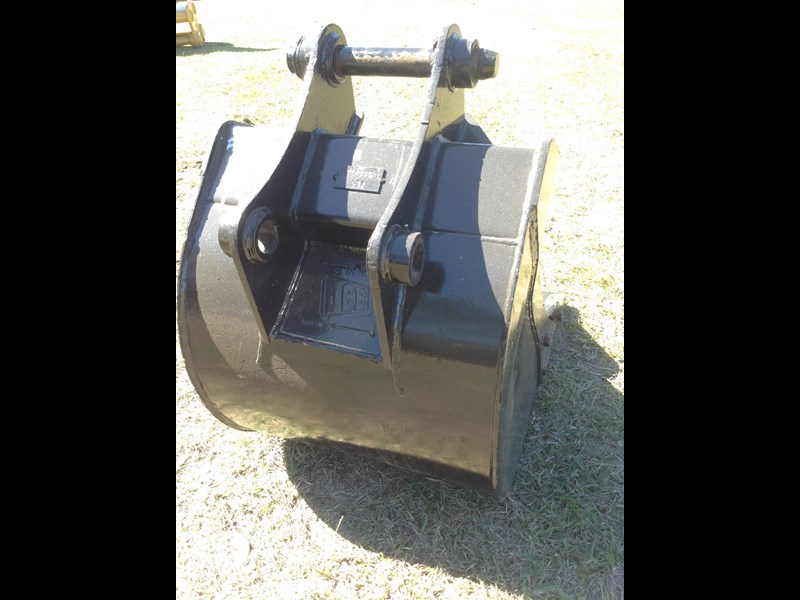 jcb gp bucket with teeth 427861 007