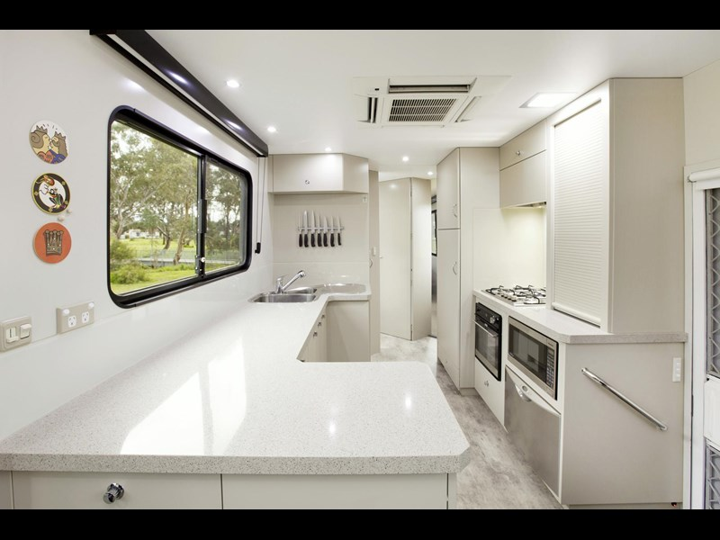 man majestic motorhomes 'ultimate' 339370 009