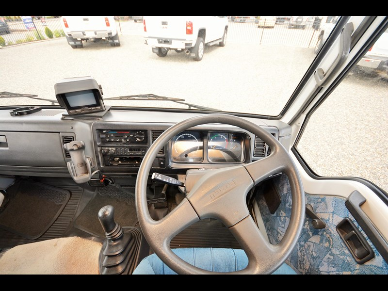 mazda winnebago alpine 428651 019